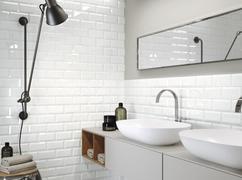 series Bílé koupelnové obklady v imitaci cihly Apegrupo Metro