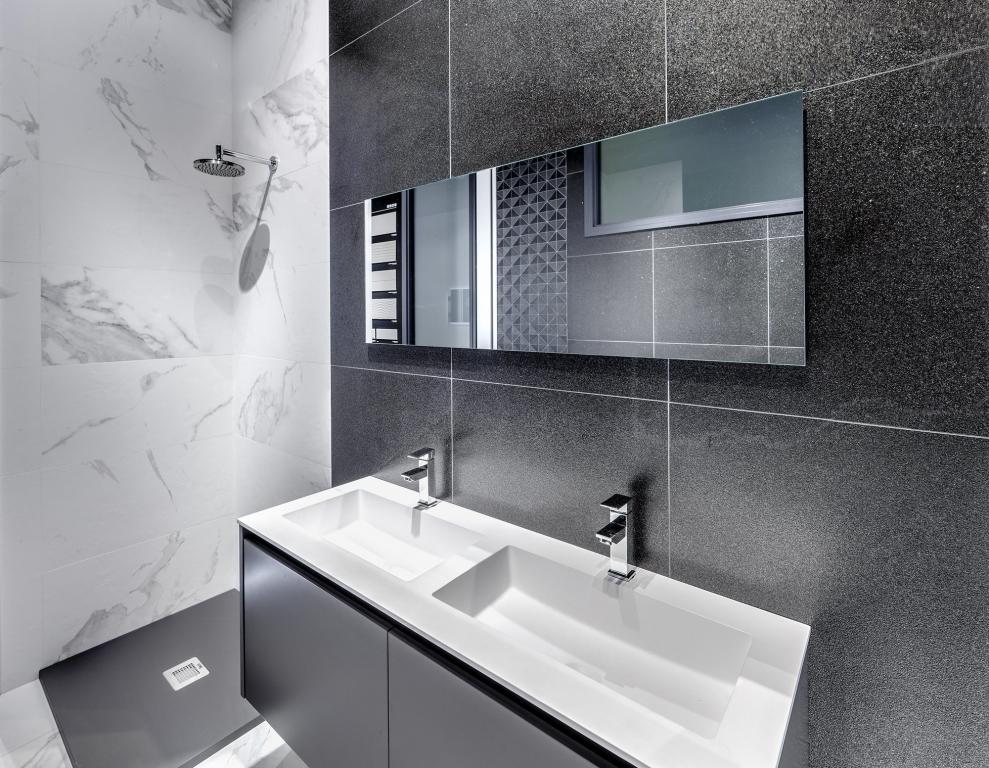 series Obklad do koupelny kombinace černé a mramoru Ape-Mandalay