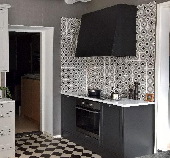 series Obklad mezi kuchyňskou linku v dekoru Deceram Madelaine Decor 7